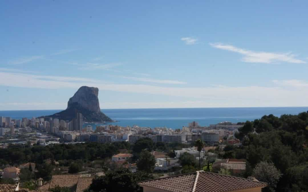 Discover a spectacular luxury villa in Calpe with panoramic views of nature