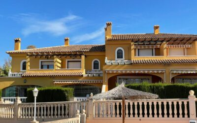 Semi-detached villa with beautiful views 600 meters from the beach of Calpe.